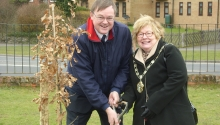 Town Council Chairman David Drew and Test Valley Mayor Dorothy Baverstock plant the Diamond Jubilee Oak Tree